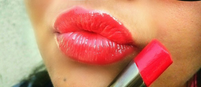 Lakme Gloss Addict Red Delight 1