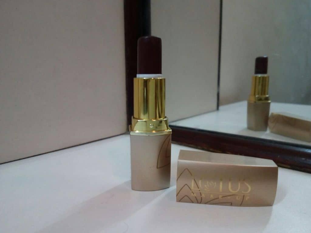 Lotus Herbals Pure Colors Lipstick Rose Madder Review 4