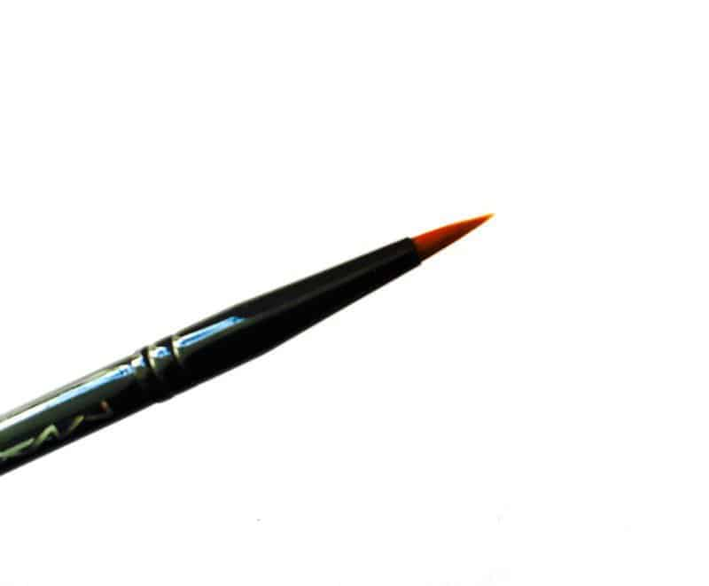 MAC 209 Eye Liner Brush 1