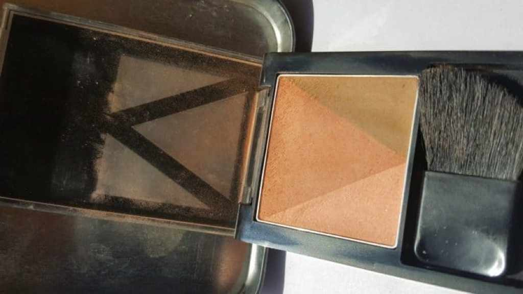 Maybelline New York V-Face Blush Contour Brown by Face Studio Review