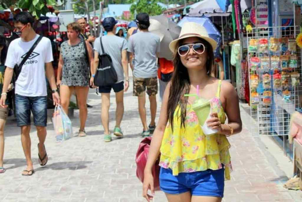 OOTD- Floral Spaghetti Top with Chino Shorts 4