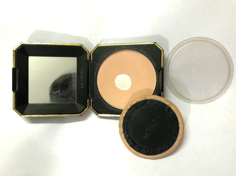 Revlon Touch and Glow Best Compact Powder 1