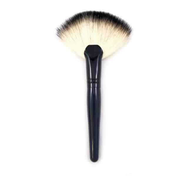 The ULTIMATE Guide to Makeup Brushes 9