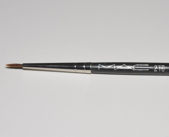 The ULTIMATE Guide to Makeup Brushes 23