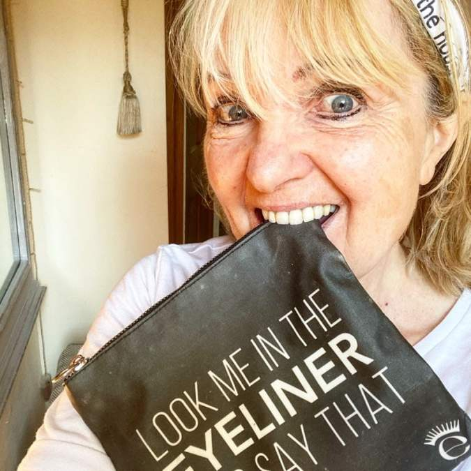 DEE ANDERSON'S MAKEUP BAG – LOOK ME IN THE EYELINER AND SAY THAT