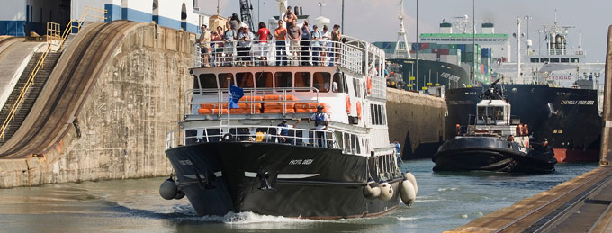 Pacific Queen, Miraflores Locks Panama Canal