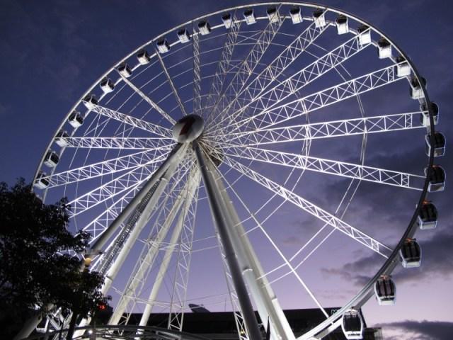 Vom Riesenrad kann man die gesamte Stadt überblicken.