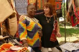 Handel treiben mit der Freundin aus dem Kongo auf dem Markt in Kapstadt.