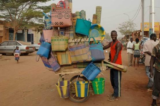 Recycling-Kunststoff für Eimer und Kannen – auch die gibt´s bei Pamoja.
