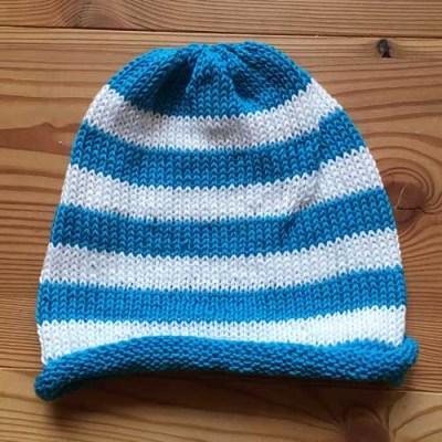 blau, weiß geringelte Mütze