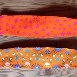 2 orange Haarbänder