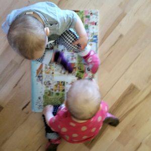 Foto Kinder und Wimmelbuch