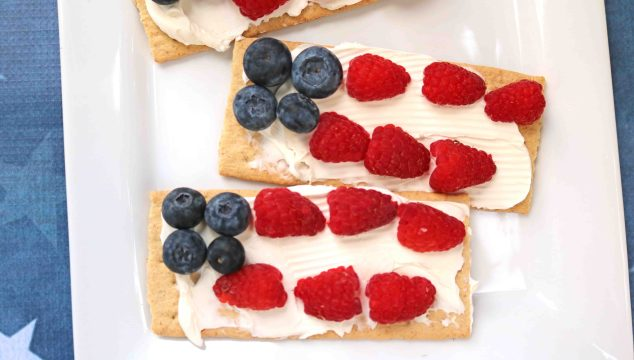 Kid Friendly Patriotic Flag Snack Idea