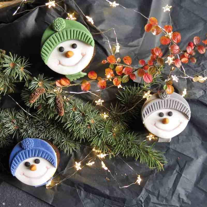 Mini Christmas Cakes - Snowman