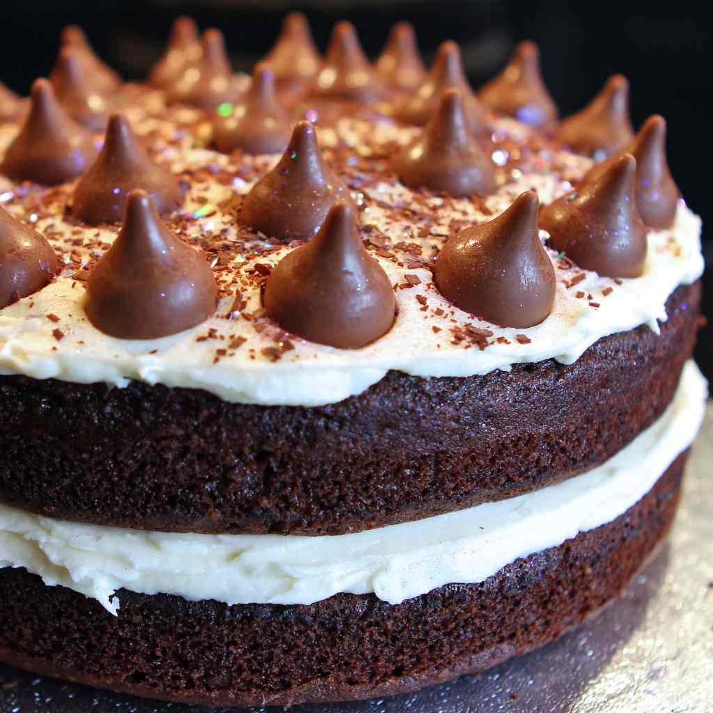 chocolate-kiss-cake