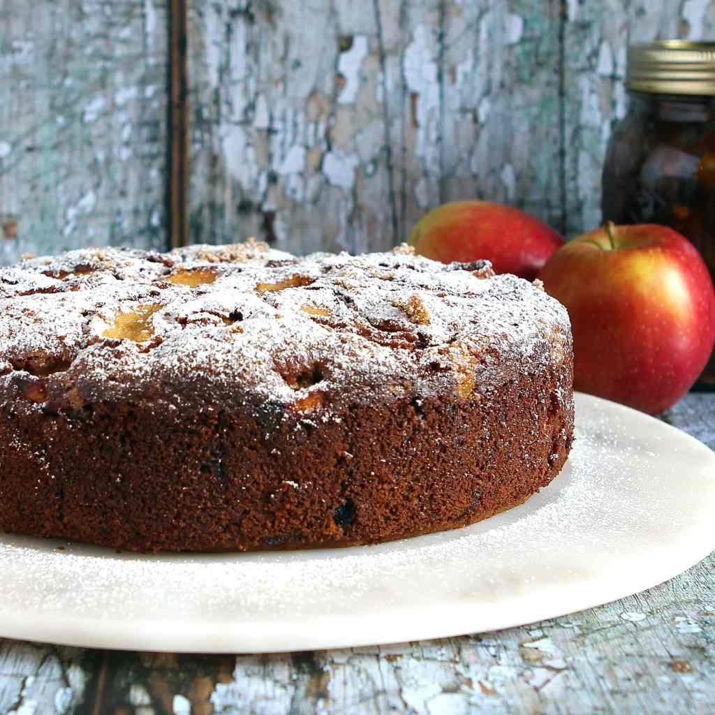 cinnamon-spiced-apple-mincemeat-cake