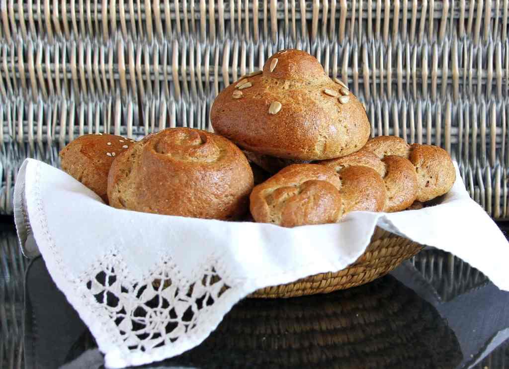 basket-brown-gluten-free-rolls
