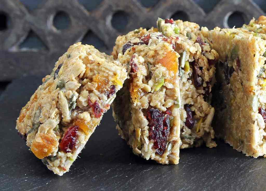 gluten-free-vegan-flapjacks-berry-seeded