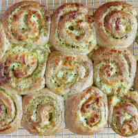 gluten-free-pesto-pull-apart-rolls