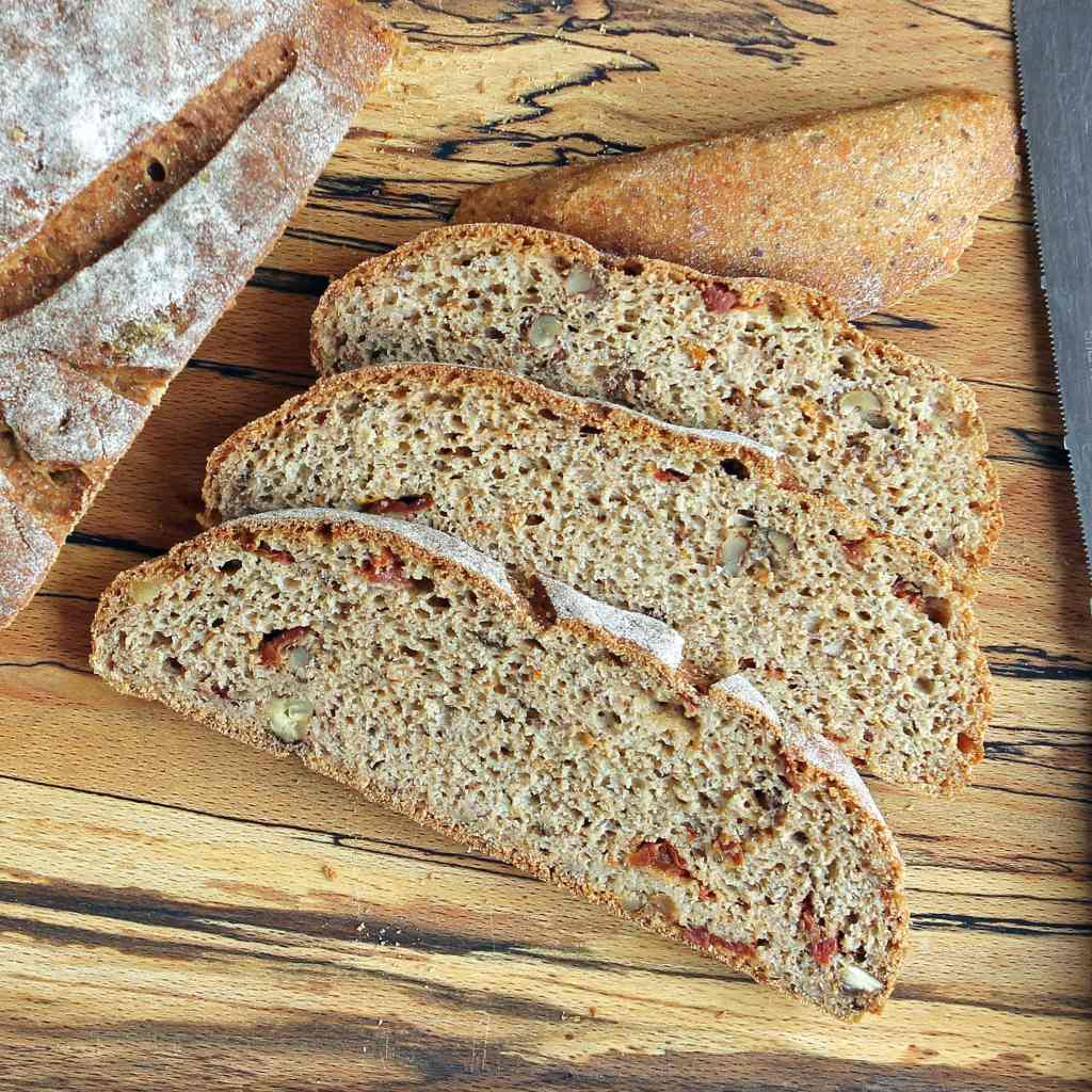 sliced-walnut-bread