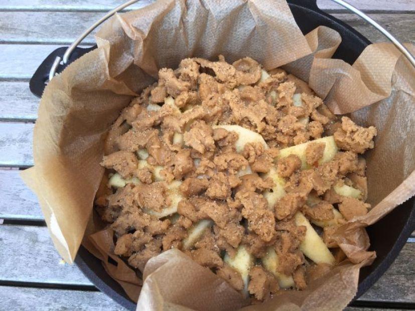 Apfelkuchen im Dutch Oven