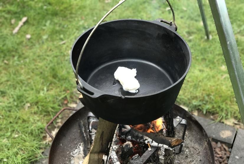 Dutch Oven am Feuer