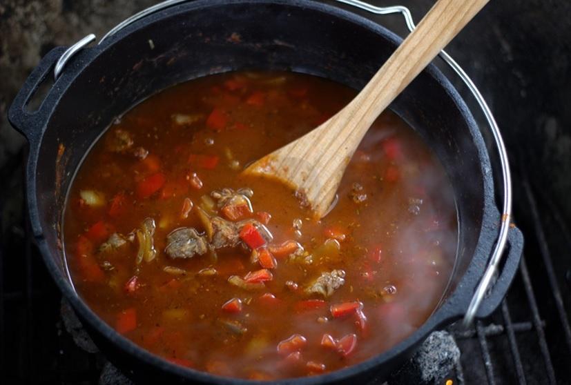 Gulasch einkochen mit Brühe