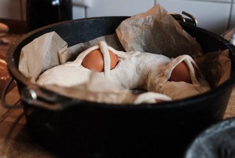 Casatiello im Dutch Oven vorbereiten