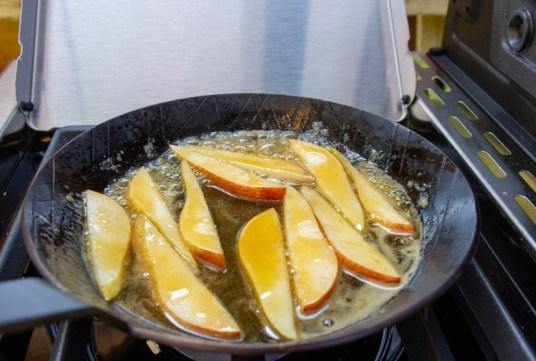 Birnen karamellisieren