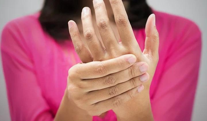 5 signos y síntomas tempranos de la artritis reumatoide que estás ignorando