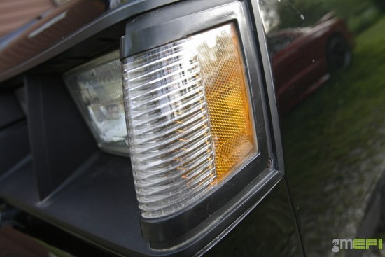 When we first picked up Wicked6 back in the summer of 2009, we were stuck with this cracked side marker. Apart from some cheap remakes on eBay, nobody made them. We even checked with the dealer, and they could only sell us the passenger side marker light, as the driver's side had since long went out of production and were no longer available. Finally, we have a cure.