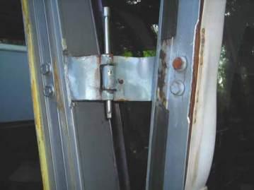 Dan-door-hinge-3