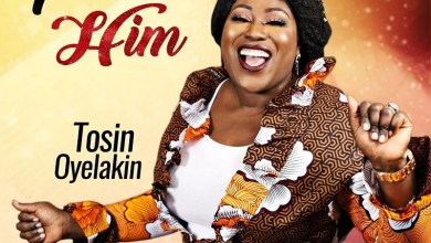 """Photo of Tosin Oyelakin Debuts New Video to """"Praise Him"""""""