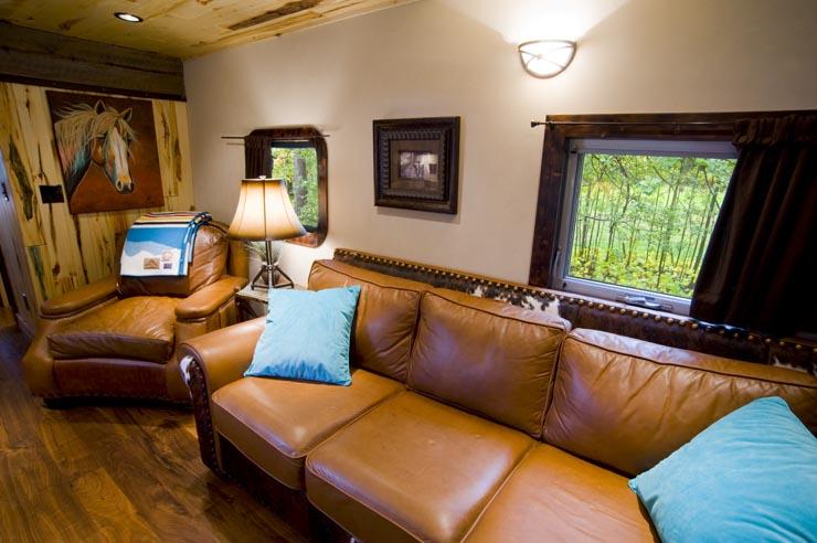 GN 441 Luxury Locomotive Lodge Luxury Caboose JJ