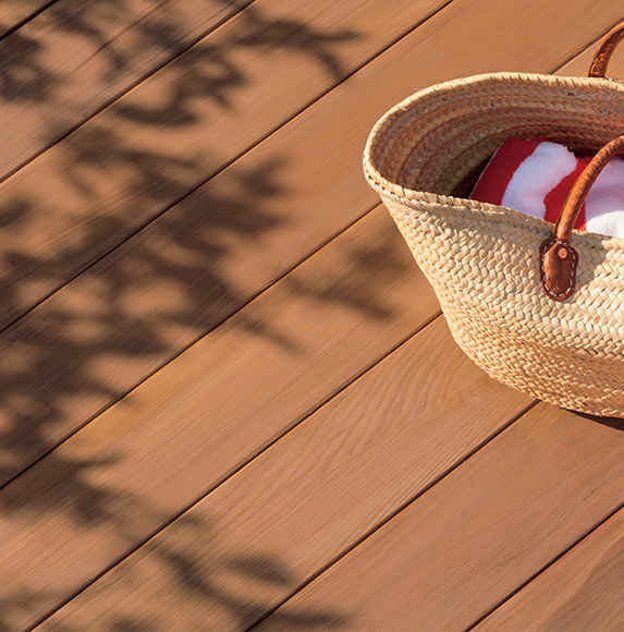 tips for choosing the right deck stain