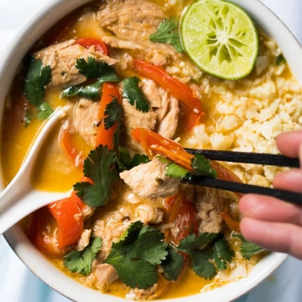 Whole30, Paleo & Keto Thai Coconut Curry Chicken 🍛 The Easy-Peasy Version! #ketocurry #ketothai