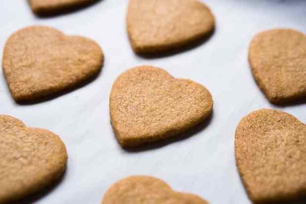 Toasted Almond Gluten Free, Grain Free & Keto Shortbread Cookies 🍪 Less than 1g net carbs a pop! #ketocookies #ketosweettreats #ketoshortbread