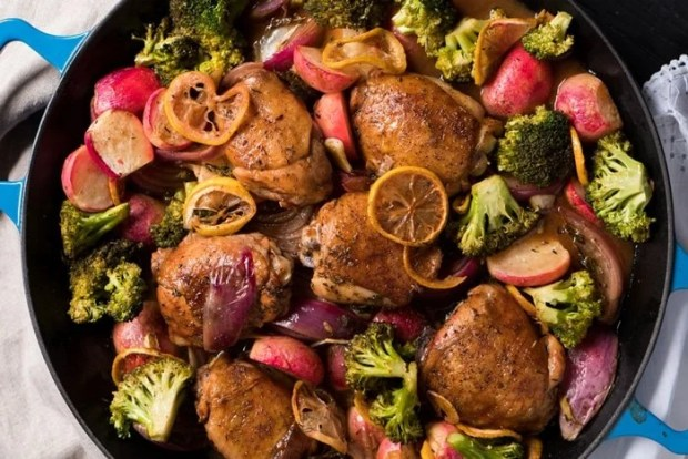 Paleo, Whole30 & Keto Sheet Pan Chicken 🍗 With lemon and plenty of low carb veggies! #ketochicken #ketodinner #ketosheetpan
