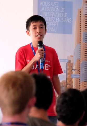 Arnel A. Borja gives his lightning talk. (Photo by Garrett LeSage.)