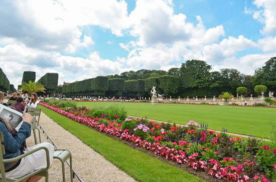 If I had the Jardin du Luxembourg in my neighborhood, I would definitely be doing all my reading there.