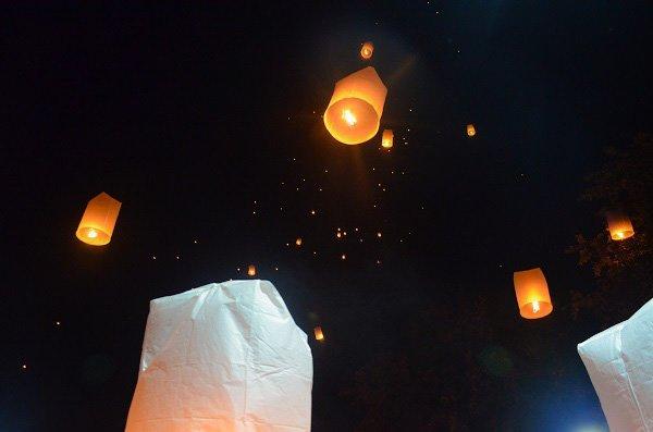 Yi peng lanterns
