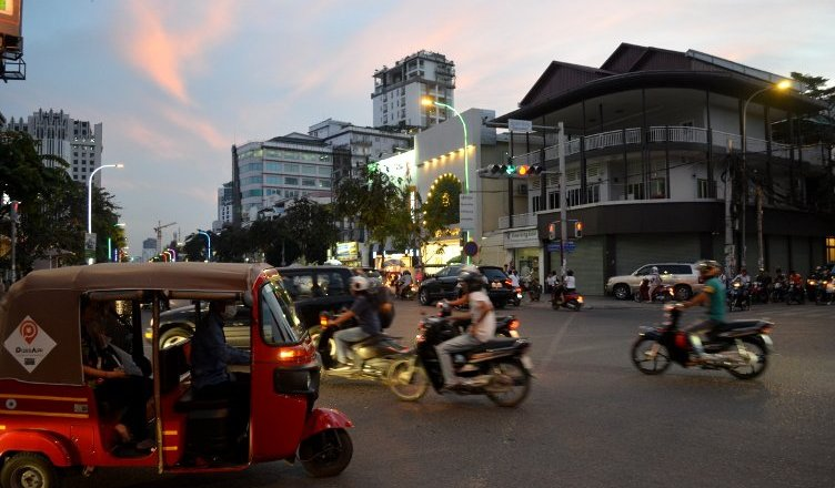 live in phnom penh