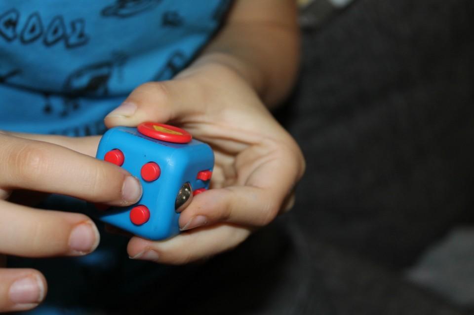Fidget Cubes spelen met handen