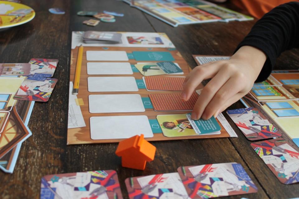 Winnaar van de Nederlandse Spellenprijs, in de categorie Familiespellen: gezelschapsspel Droomhuis. Een familiespel voor 2-4 spelers. Lees hier de review