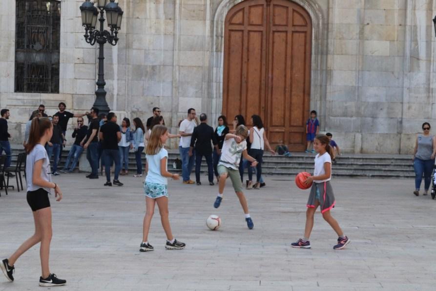 Kinderen spelen in MontBlanc Spanje