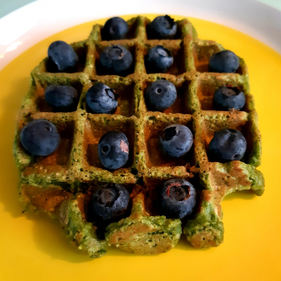 groene spinaziewafels wafels maken recept met bosbessen