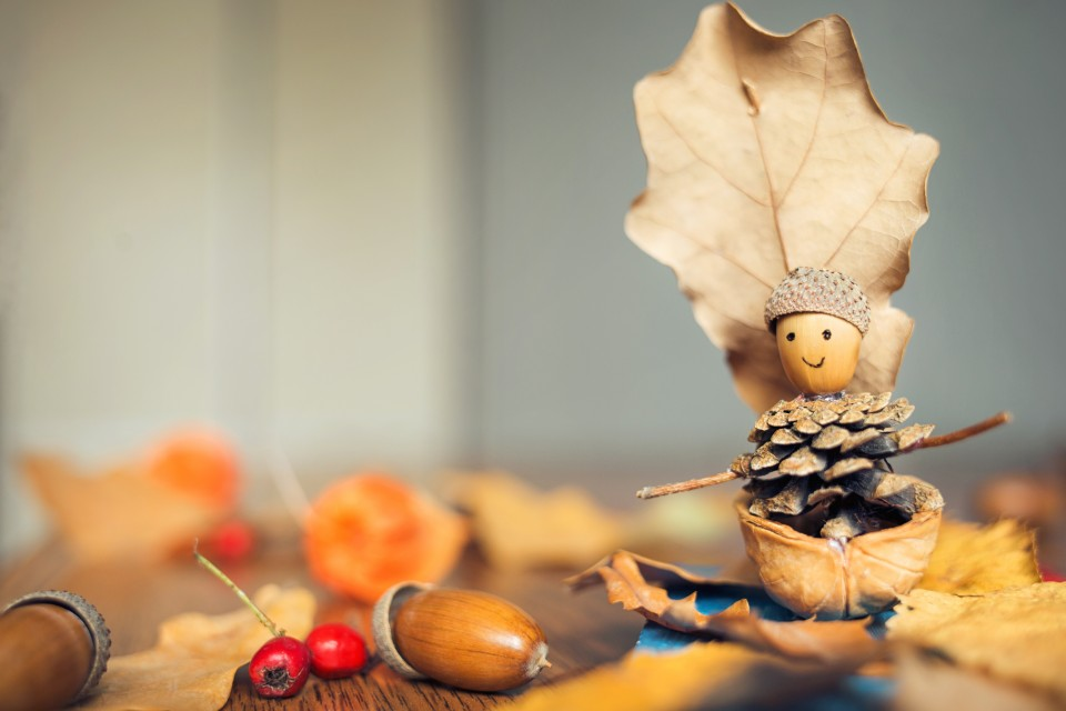 herfstpoppetje knutselen 7x herfstknutsels met spulletjes uit de natuur
