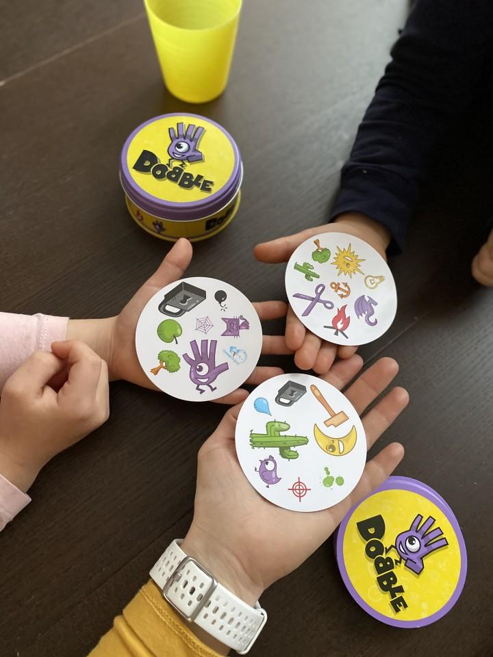 { Review } | Zoek de identieke afbeeldingen met Dobble cadeaus voor een 8-jarige jongen