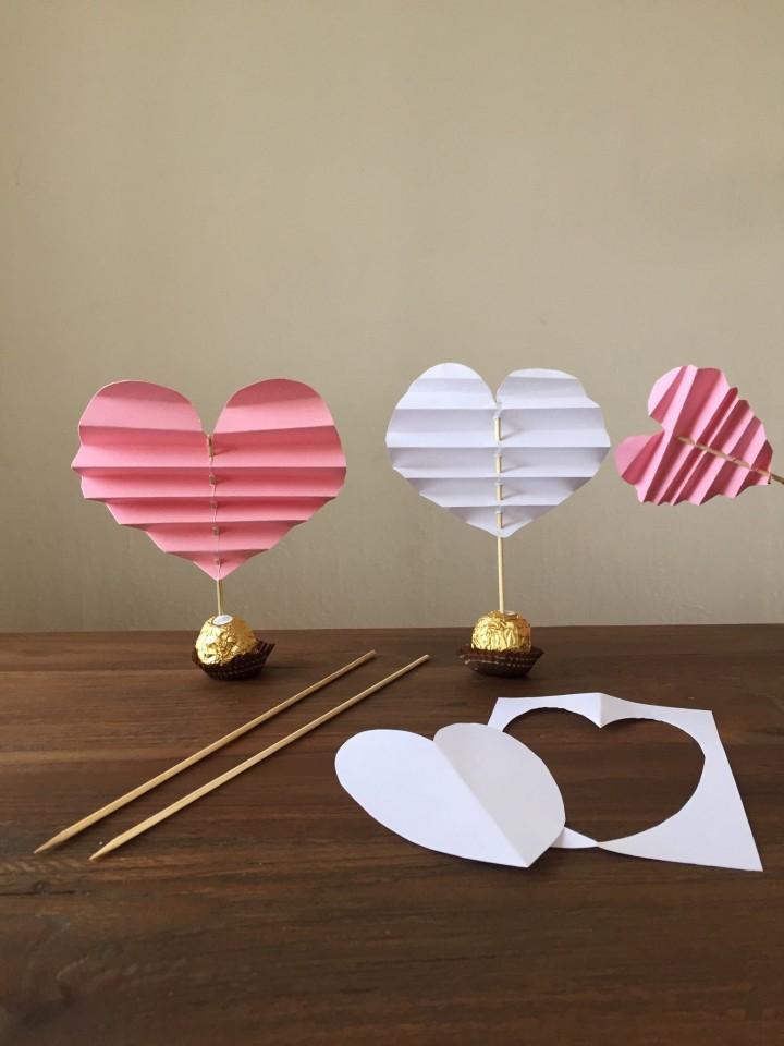 Valentijnsknutsels voor kinderen: gevouwen hartjes maken met vouwblaadjes