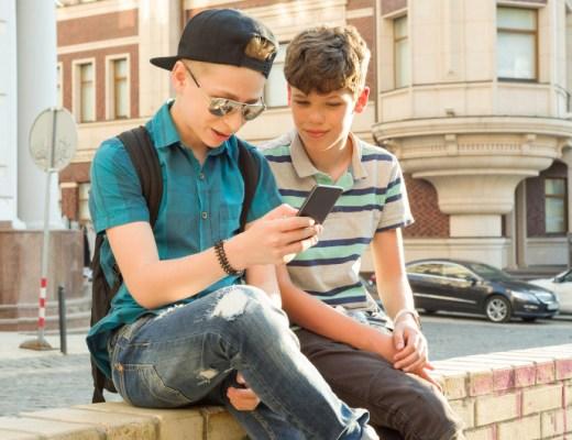 Met twee tieners in huis ben ik ervaren op het gebied van schermpjes-opvoeding. Lees hier handige schermtijd van een tiener tips.
